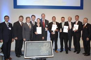 Auf dem Bild sind die vier Preisträger aus Oberfranken zu sehen.